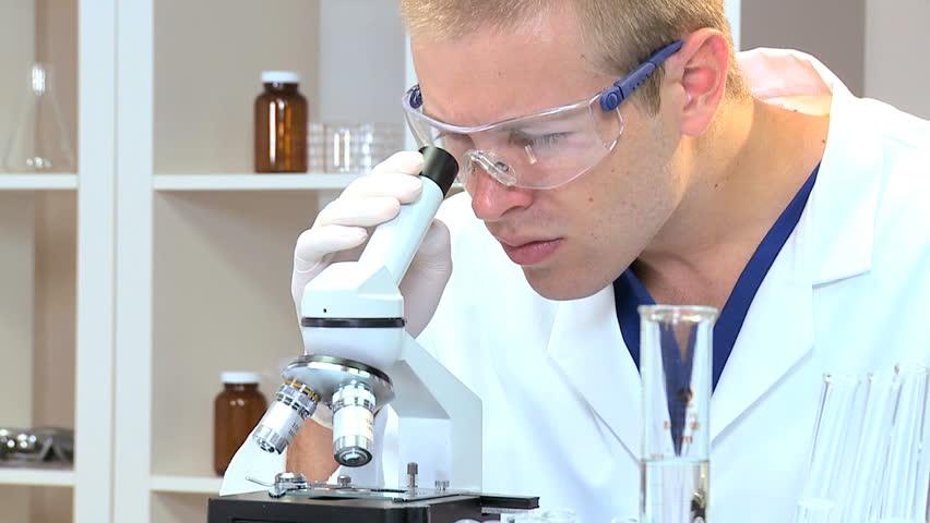 Анализ крови на содержание кальцитонина чаще всего проводится при помощи метода иммуноферментного анализа, сокращенно ИФА.