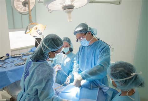 Вмешательство проводится под общей анестезией для купирования боли, расслабления мускулатуры.