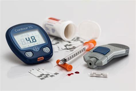 Сдавать анализы можно в муниципальных медицинских учреждениях или в коммерческих клиниках.